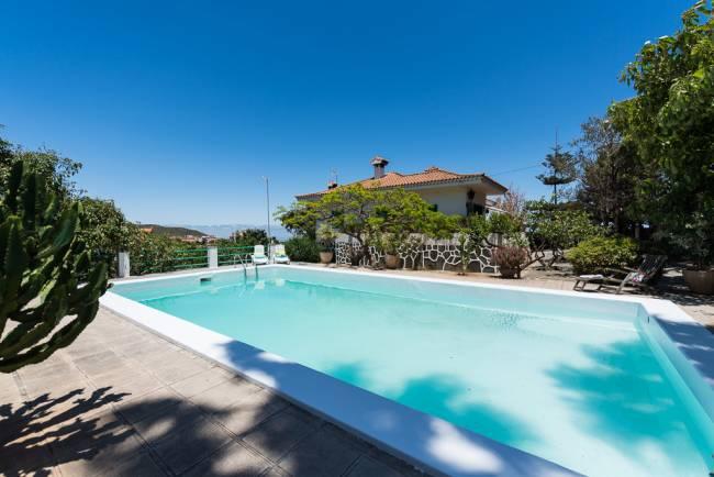 Villa mit Garten und Swimming Pool