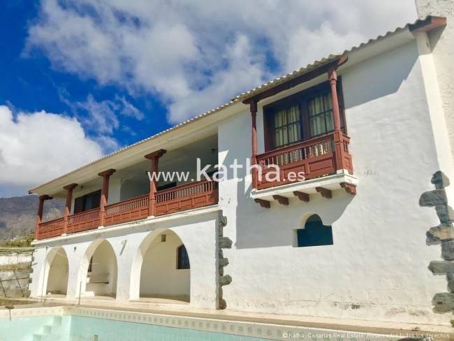 Large property for sale located in a quiet location of La Palma