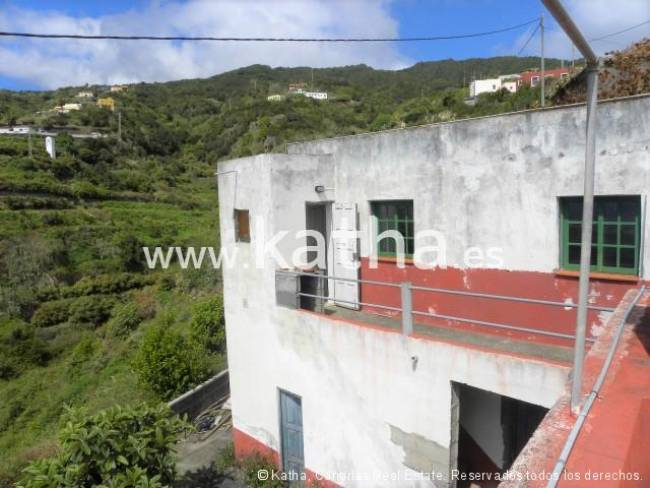 Finca with 2 houses suitable for project as holiday apartments