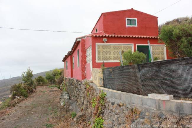 Large plot with house and apartment on La Palma