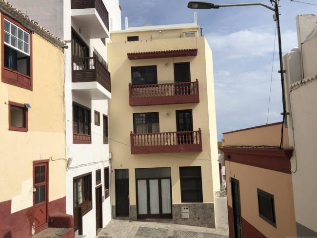 Four-storey building in the center of Santa Cruz de la Palma