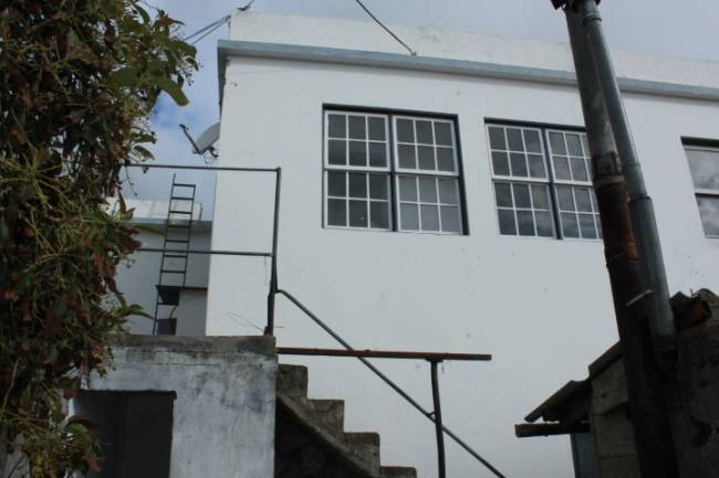Canarian house with large plot and 2 bodegas