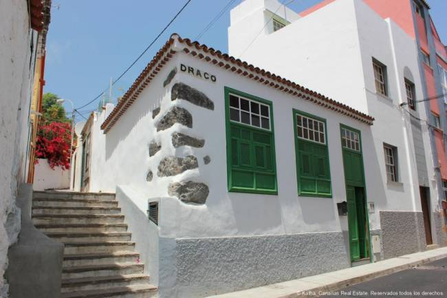 Renovated house in the old town of Santa Cruz