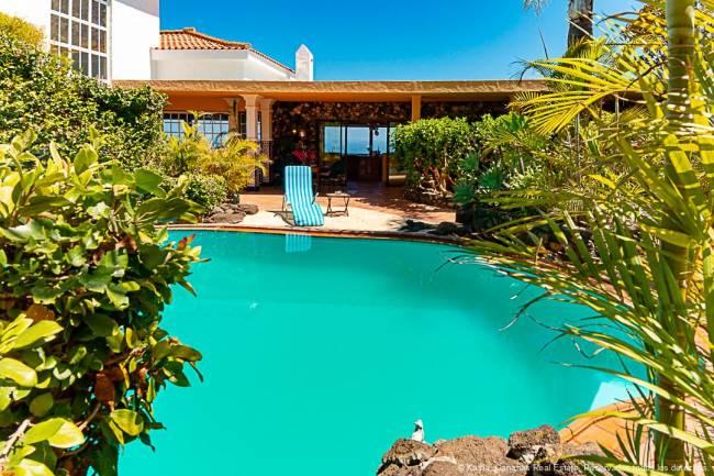 Tropical Villa + Pool + 2 Apartments