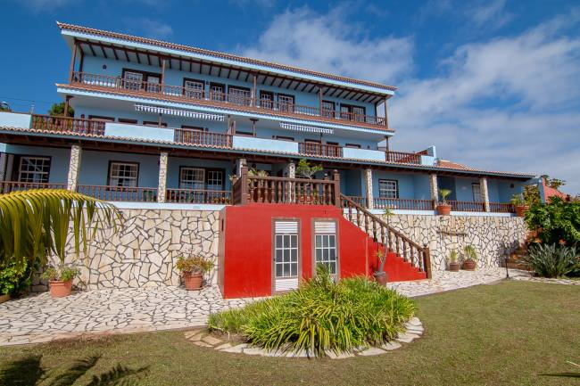 Holiday complex with 7 units and pool on La Palma