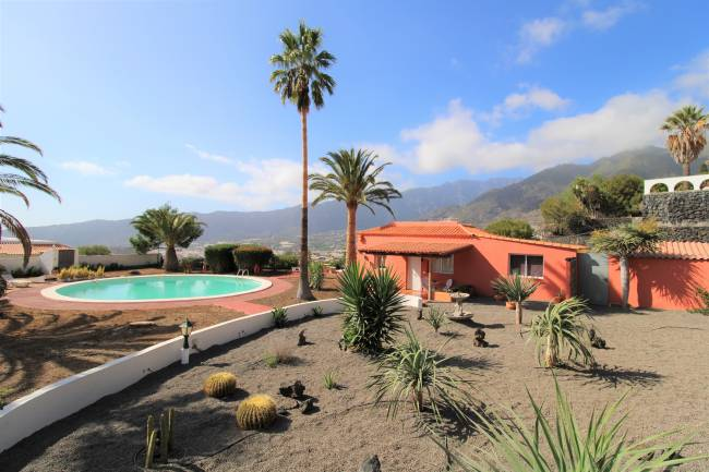 Bungalow with land and garden in Celta