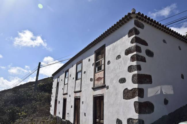 Beautiful typical house to renovate in Barlovento