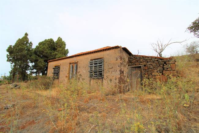 Land with small house to renovate