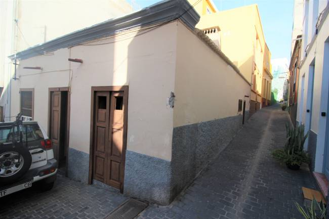 Canarian village house to renovate