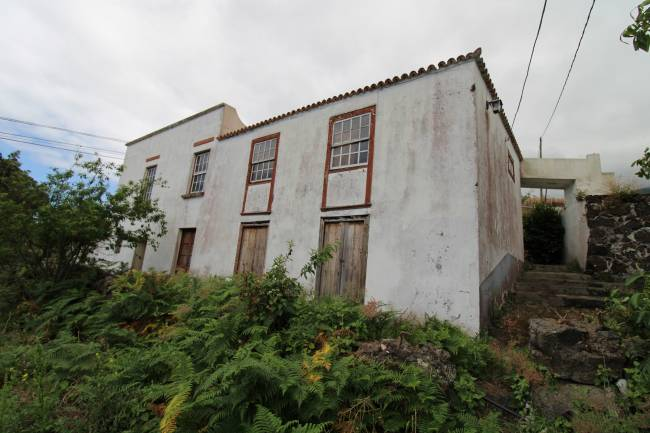 Large Canarian house with a beautiful plot of land