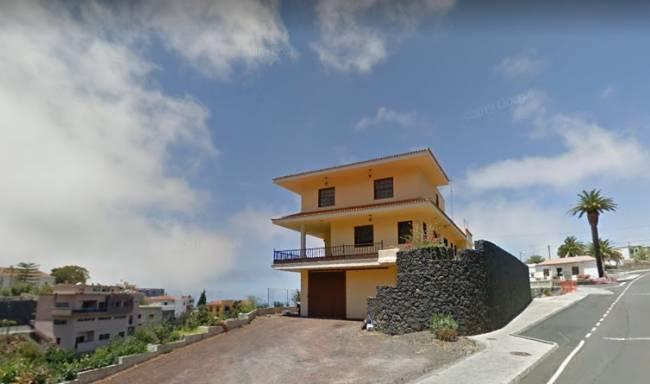 Casa de tres plantas con vistas al mar en Tijarafe La Palma