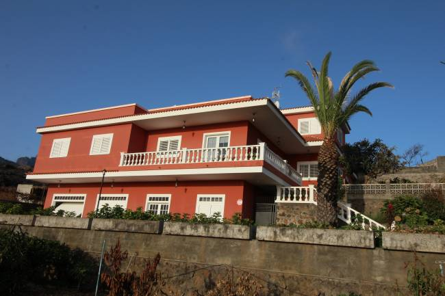 Grosses 3-stöckiges Haus mit Nebengebäuden in El Paso La Palma