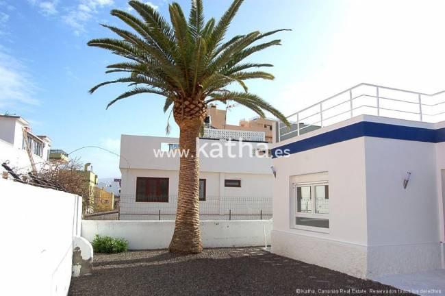 Modern villa with garden and garage in Tenerife