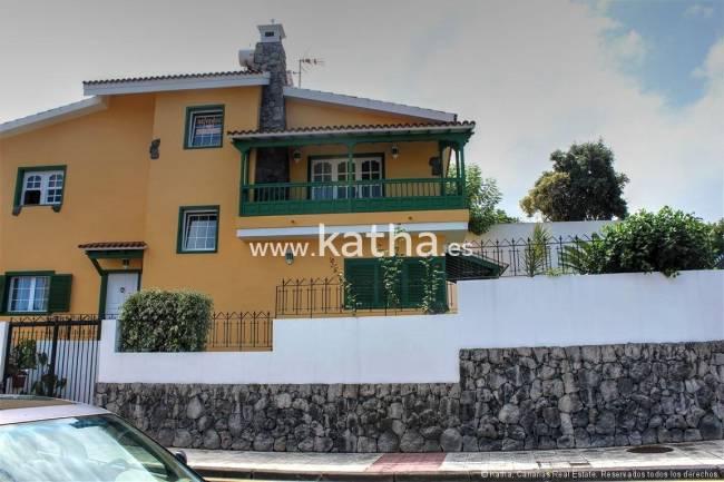 Large villa in top location Puerto de la Cruz for sale