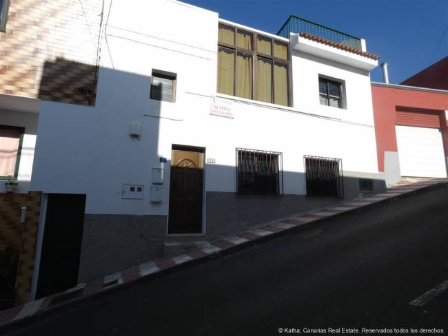 Tenerife Apartment with garden and roof terrace for sale