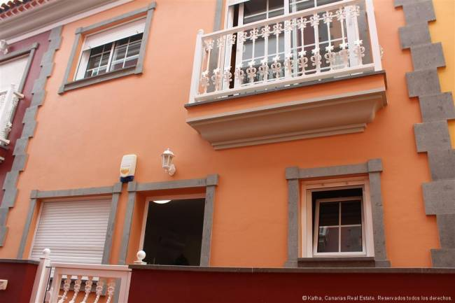 Tenerife Well equipped townhouse with large garage in the north of Tenerife