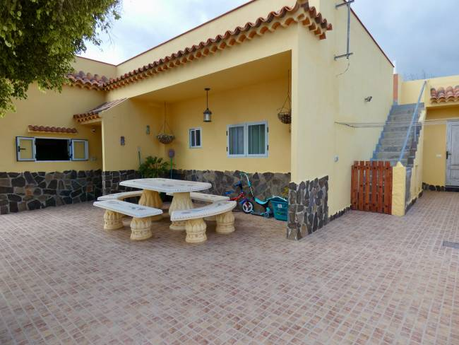 Finca with house and guest apartment