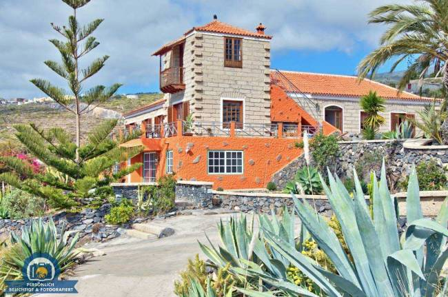 Large finca with 6 holiday apartments