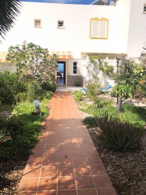 Townhouse with large garage in Balcón del Atlántico II