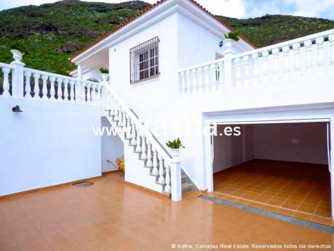 Spectaculaire villa avec un grand jardin situé dans un quartier calme à vendre